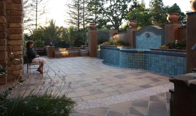Fountains Amp Tile Create A Spanish Oasis Mediterranean