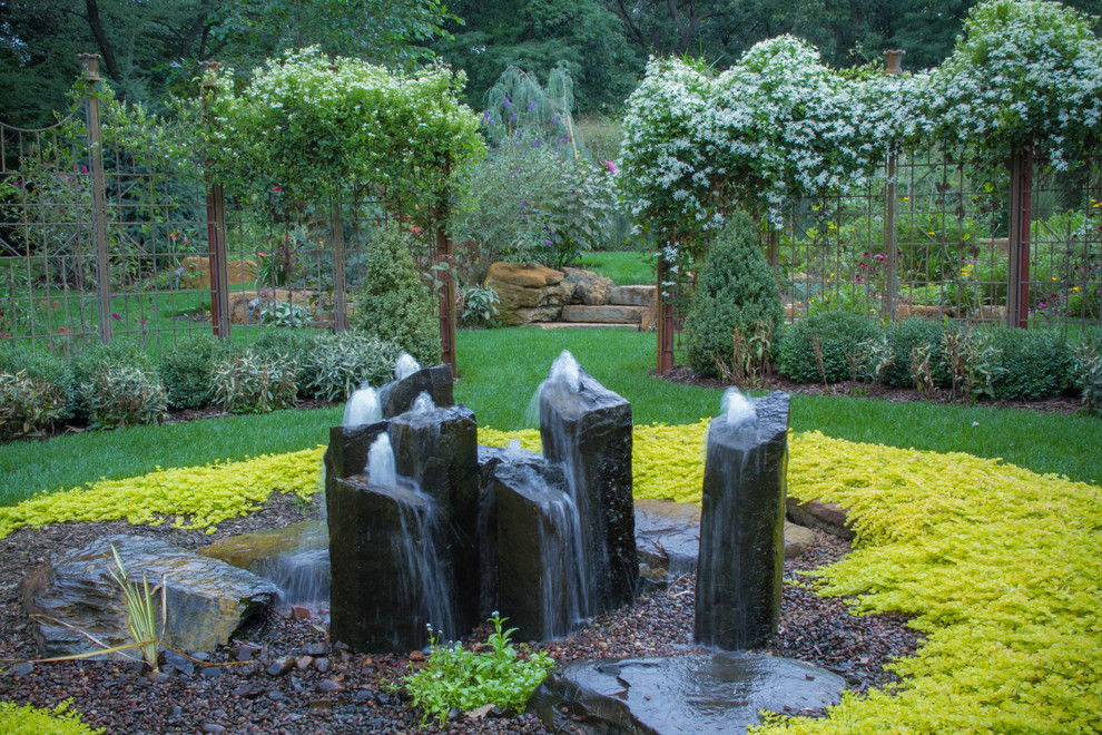 Inspiration for a rustic backyard water fountain landscape in Chicago.
