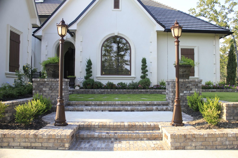 Design ideas for a mid-sized traditional partial sun front yard concrete paver landscaping in Dallas for spring.