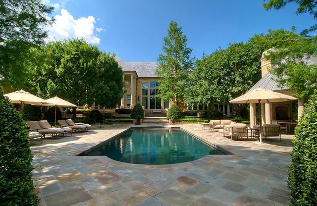 Luxury Estate Property traditional-landscape