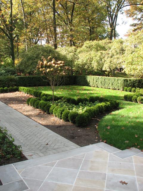 French inspired boxwood parterre garden for Garden parterre designs