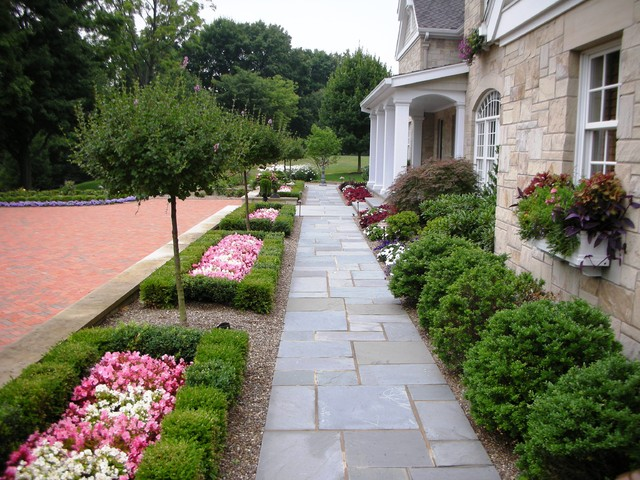 Front Entrance traditional-landscape