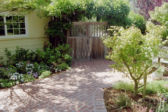 Front Entry - Courtyard traditional landscape