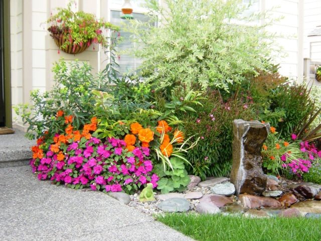 Front entry fountain in a house in the state of washington for Entryway garden designs