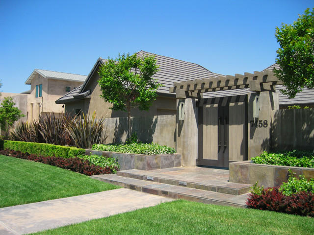 Front entry gate contemporary landscape sacramento for Modern house entrance gate designs