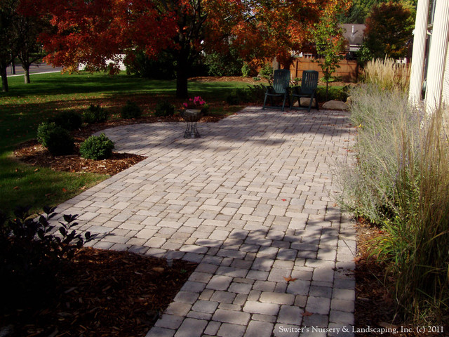 Front Entry Interlocking Paver Patio & Walk - Traditional ...