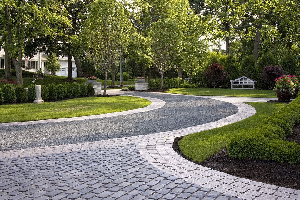 Front Lawn And Gravel Driveway Traditional Landscape Chicago