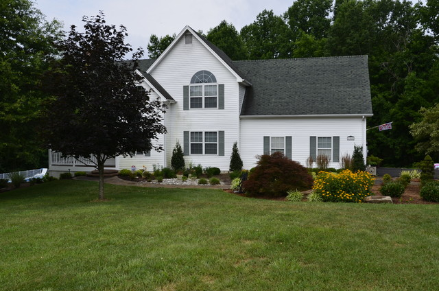 Front Yard Curb Appeal - Huntingtown - Traditional - Exterior - other metro - by The Sharper Cut ...