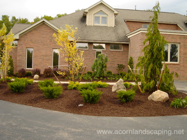 Front yard landscape designs ideas plantings walkways for Front yard without lawn