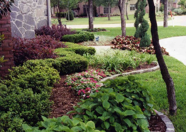 Front yard landscape ideas traditional landscape for Traditional landscape
