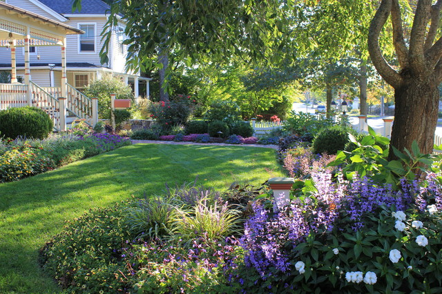 Front yard landscape in Ridgefield Connecticut - Traditional ...