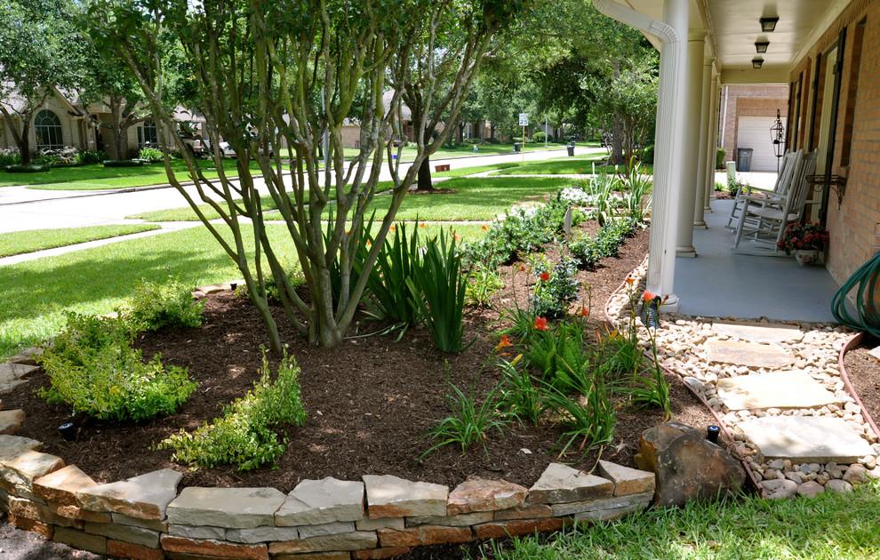 Front yard landscape projects - Southwestern - Landscape ...
