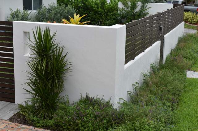 Front Yard Modern Wall And Fence Modern Garden Miami By