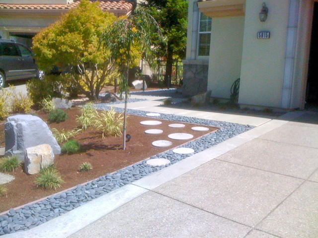 Stone accent modern front yard landscape design ideas for Modern front garden design