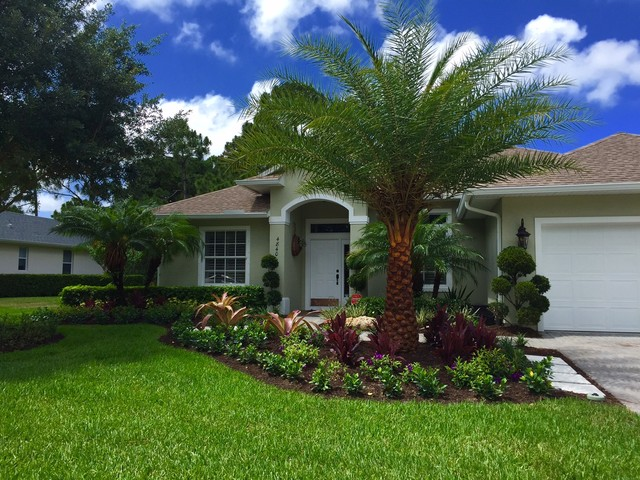 Front yard tropical curb appeal - Tropical - Landscape ...
