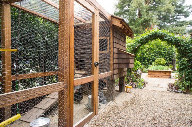 Chicken Coop Houzz - Chicken co op with flowers