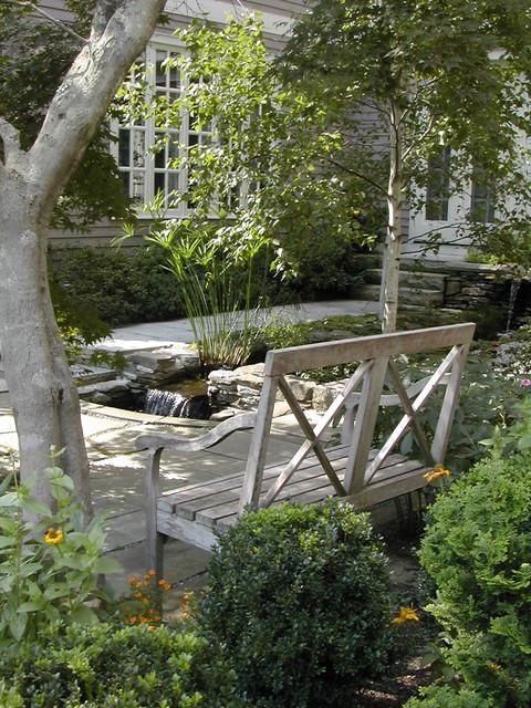 Garden bench traditional-landscape