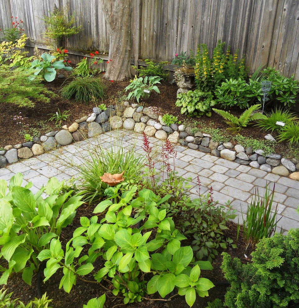 This is an example of a traditional landscaping in Seattle.