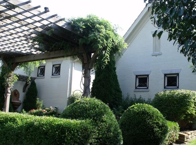 Garden Space traditional-landscape