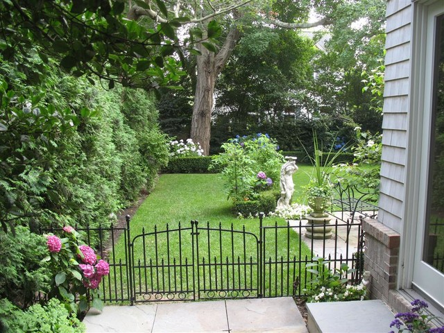 Gardens at the East Coast traditional-landscape