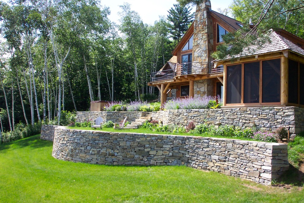 Inspiration for a contemporary landscaping in Burlington.