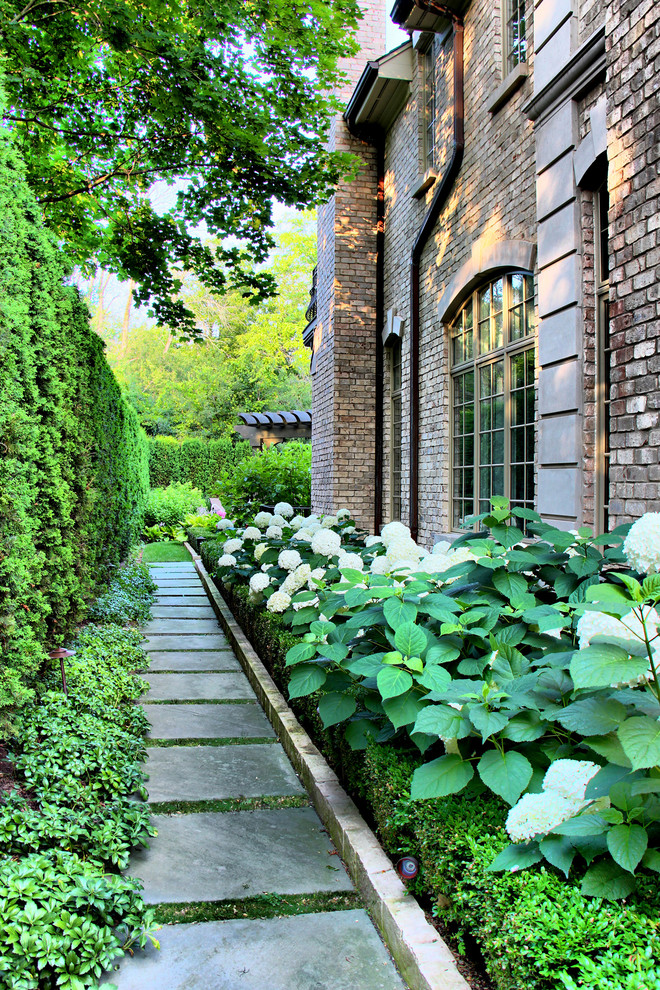 Design ideas for a traditional backyard stone walkway in Chicago.