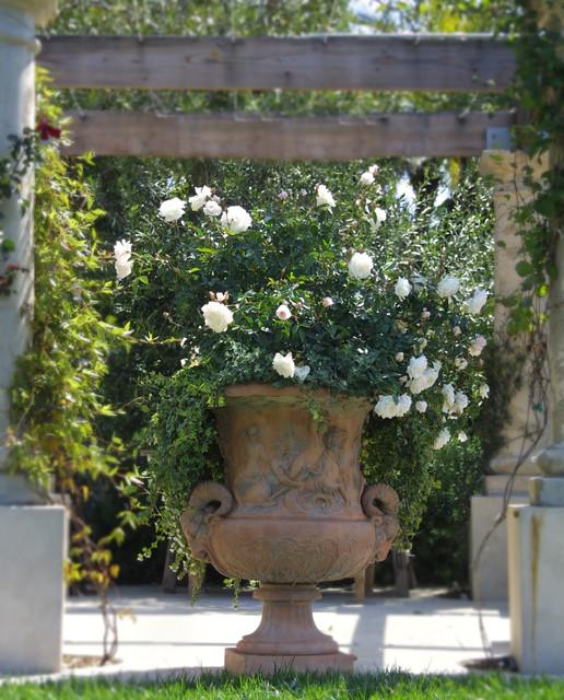 Cette image montre un jardin traditionnel.