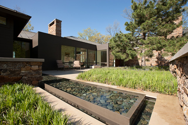 Grand Rapids Exterior contemporary-landscape
