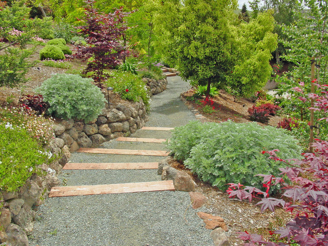 Gravel walk with crushed granite traditional landscape for Gravel garden designs