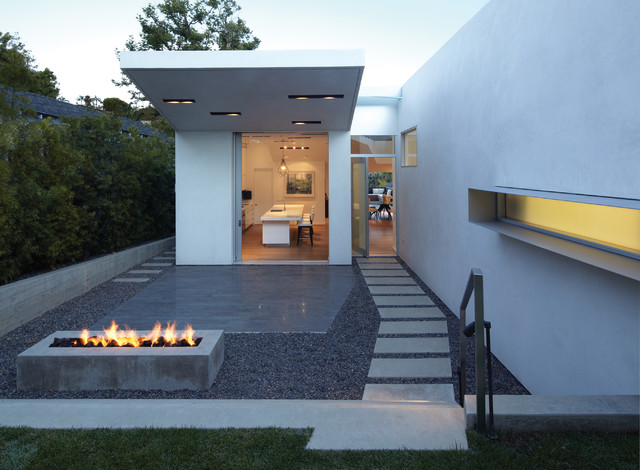 GRIFFIN ENRIGHT ARCHITECTS: Santa Monica Canyon Residence modern landscape