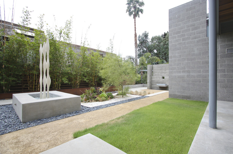 Design ideas for a modern water fountain landscape in San Diego.