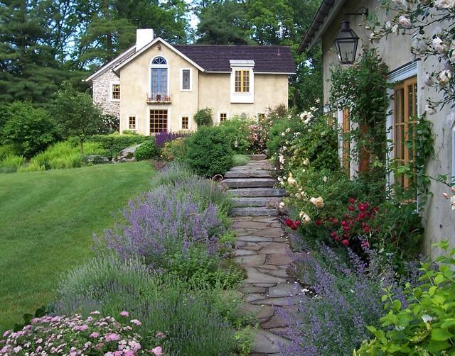Guest house cottage garden farmhouse landscape for Country cottage garden designs