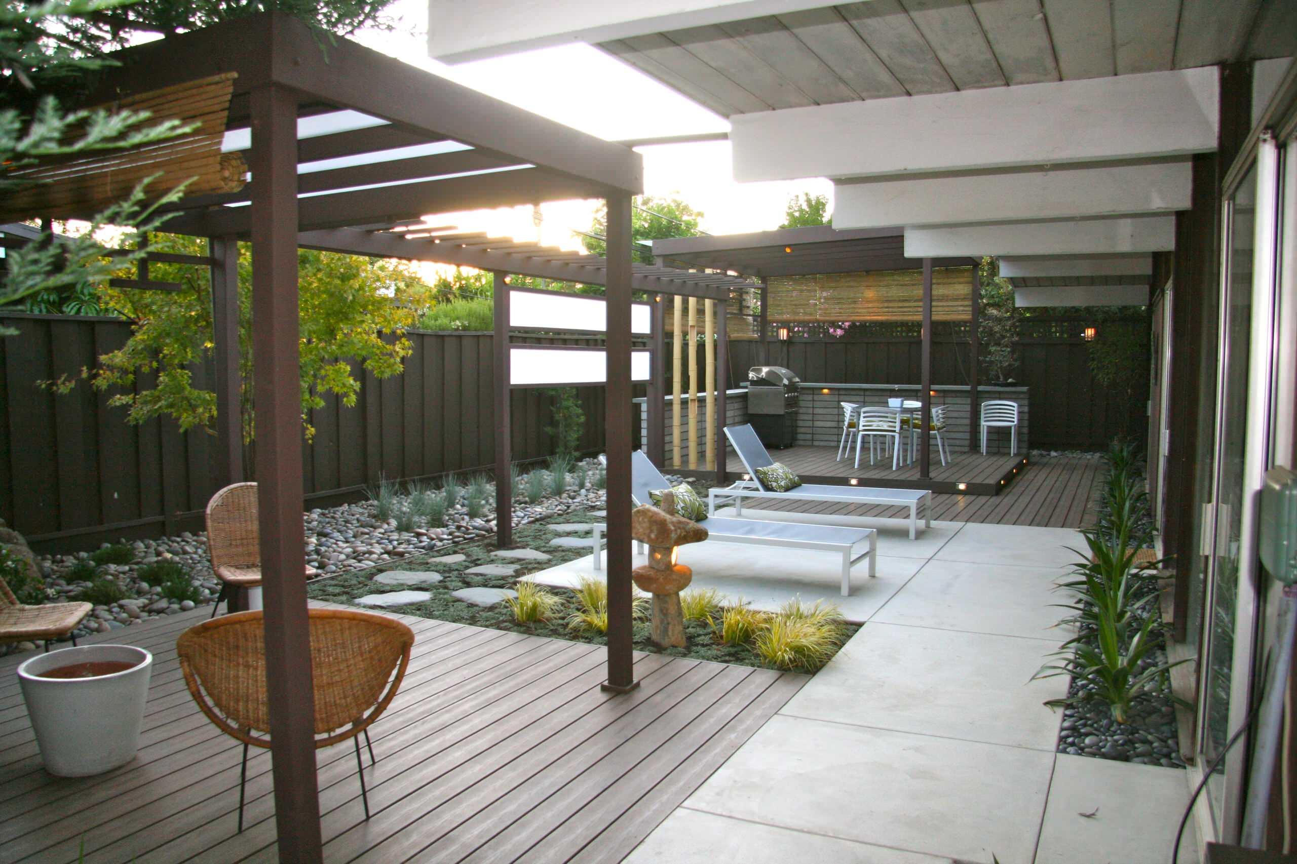 Japanese Mid Century Modern Backyard Landscaping