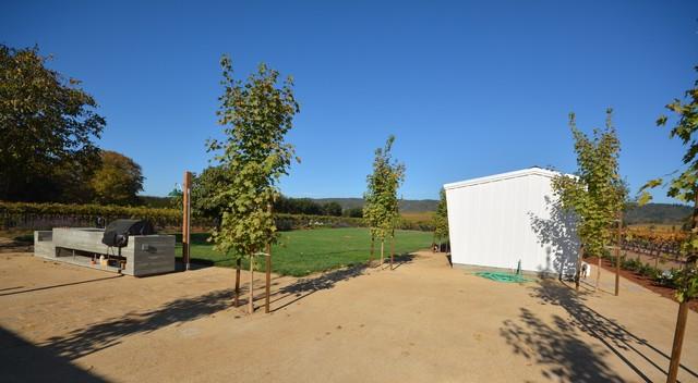 Healdsburg week-end home farmhouse-landscape