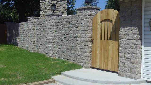 Highland Stone Free Standing Wall traditional-landscape