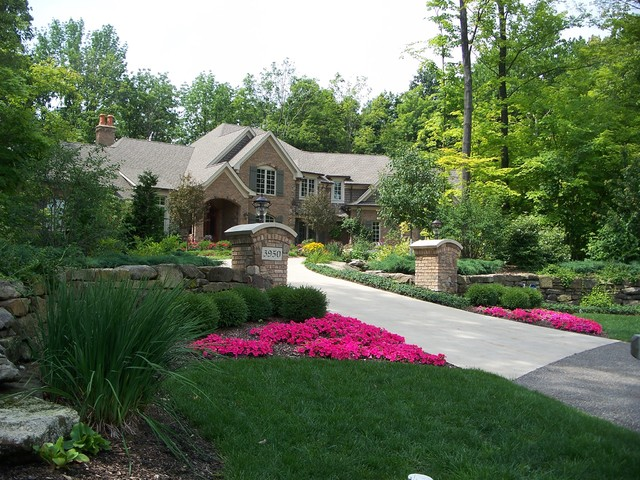 Highlighted Drive Entrance traditional-landscape