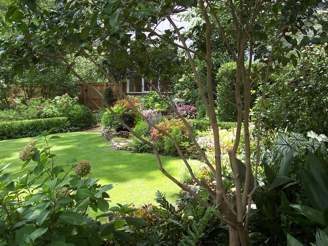 hillcrest gardens traditional-landscape