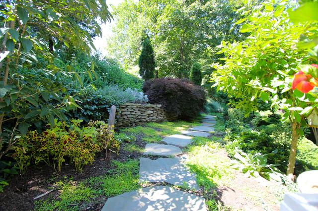 Hillside Garden in Newtown Pa traditional-landscape