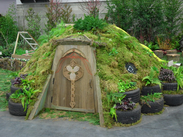 Hobbit house eclectic landscape portland by plan for Hobbit house furniture