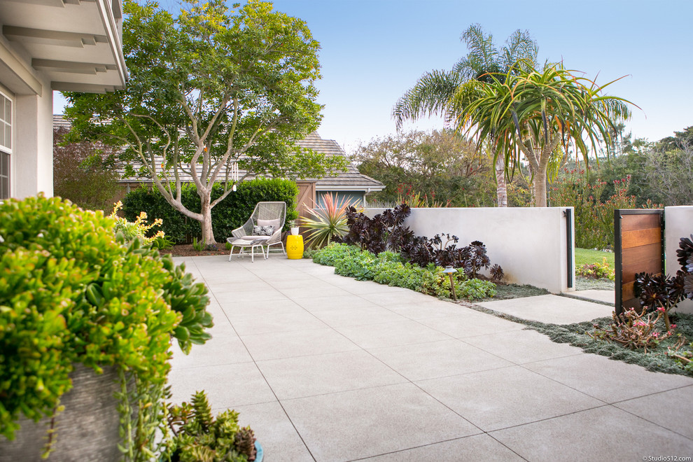 Inspiration for a modern landscaping in San Diego.