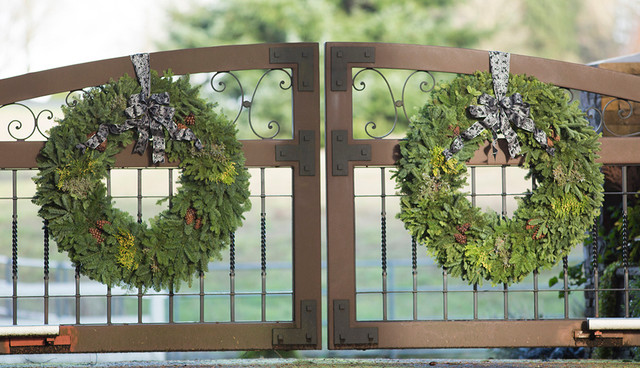 Holiday Decorating traditional-landscape