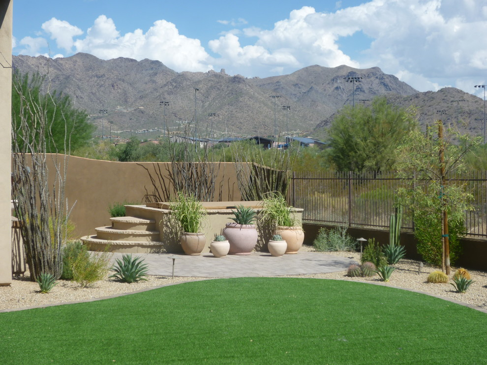 This is an example of a contemporary landscaping in Phoenix.