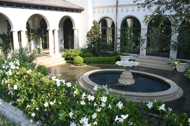 Houston courtyard mediterranean landscape for House design with garden in the middle