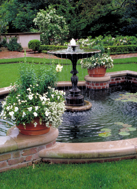 Houston Southern Estate traditional-landscape