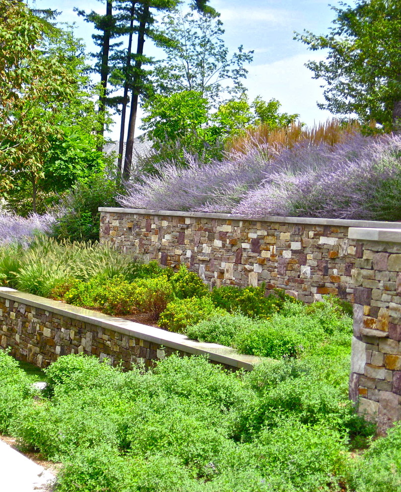 Design ideas for an eclectic landscaping in New York.