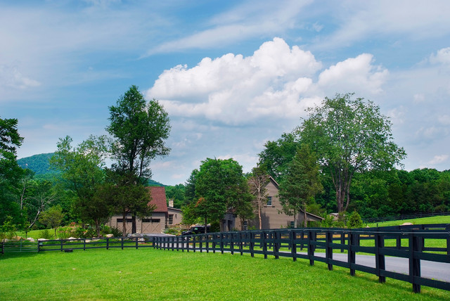 Hudson river horse farm for Farm house landscaping