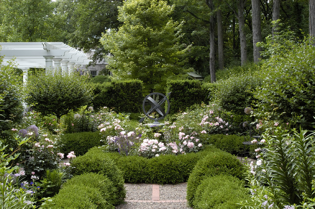 Design Ideas For A Mid Sized Traditional Partial Sun Backyard Gravel Formal  Garden In Chicago