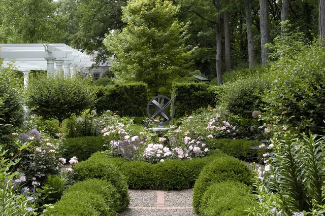 Informal garden winnetka illinois traditional for Informal garden designs