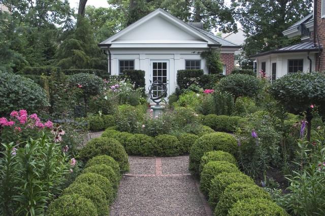 Informal Garden, Winnetka, Illinois traditional-landscape
