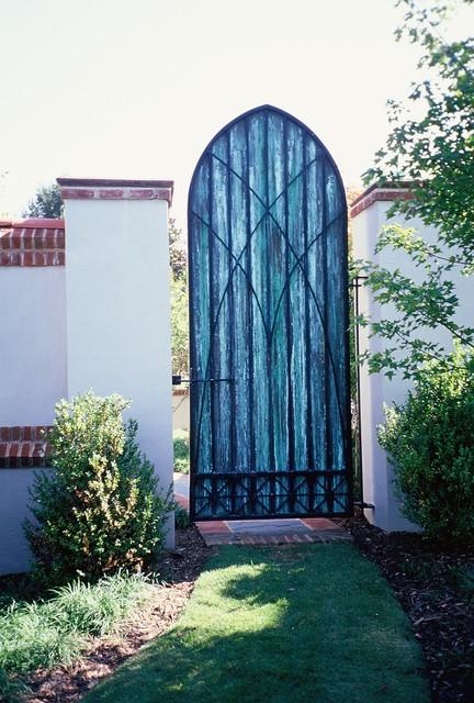 Iron Gate Classique Jardin Other Metro Par The